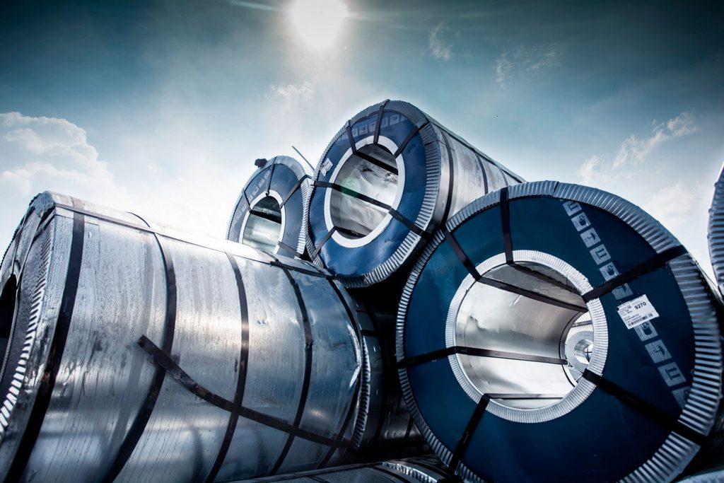 Мировые цены на сталь упали на самый низкий уровень за последние три года
